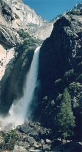 falls in yosemite 2